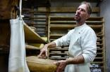 Il faut produire environ 450 litres de lait cru pour fabriquer une meule de comté.