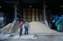 Plusieurs tonnes de tourteaux de soja et de colza sont achetés chaque année pour nourrir les bêtes.