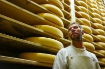 3000 fromages sont stockés à la cave.