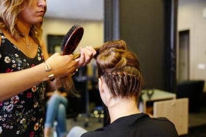 Au salon de coiffure d'Emilie